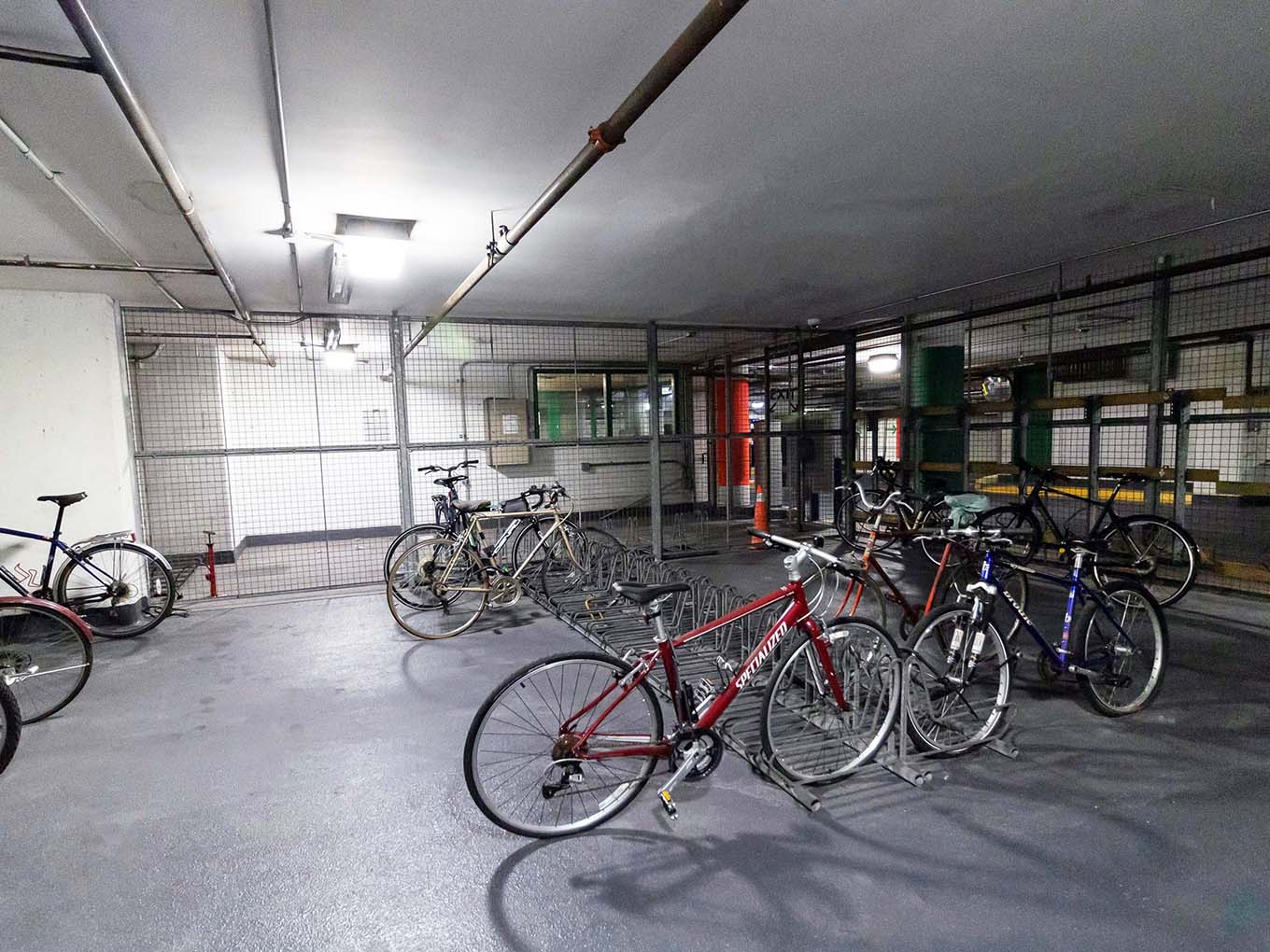 Suites and amenities - Bike cage